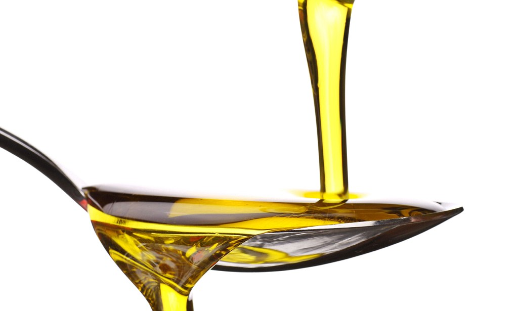 Un cucchiaio di olio extra vergine di oliva a digiuno risveglia l'intestino